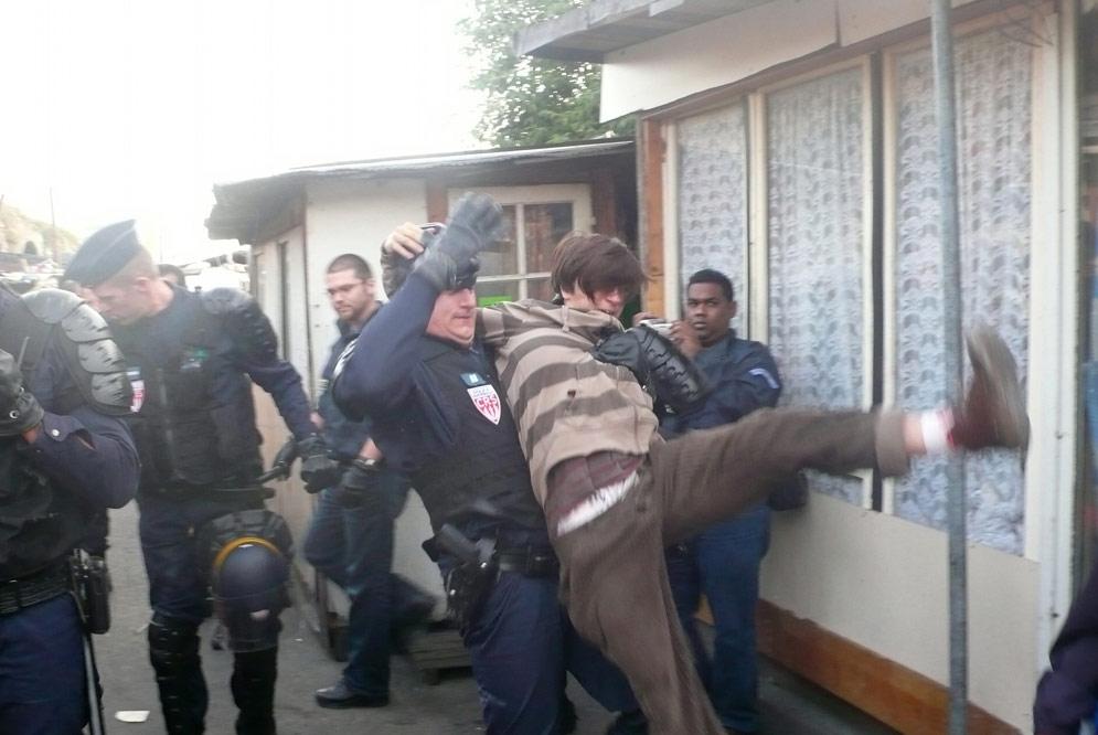 evacuacionpoliciapobladogitanosaintdenis.jpg